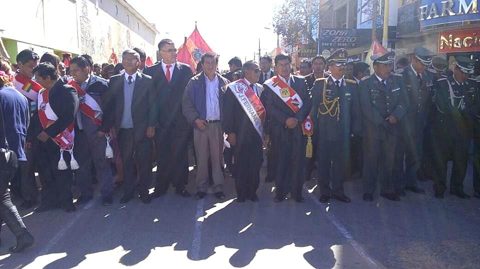 Desfile cívico en Villazon
